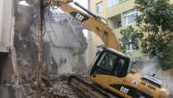 Kartal Yalı Mahallesi'nde Bulunan Metruk Bina Yıkıldı