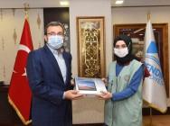 Bağışlanan tabletler, Pendik Gönüllüleri'ne teslim edildi