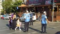 Kartal Belediyesi'nden öğrencilerin güvenliği için okul önlerinde trafik uygulaması