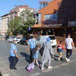 Kartal Belediyesi'nden öğrencilerin güvenliği için okul önlerinde trafik uygulaması (1)